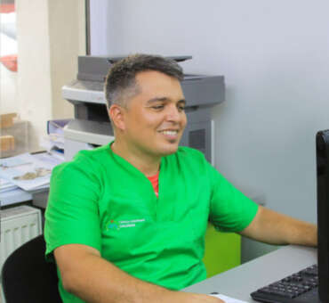 DR. ADRIAN TOMA